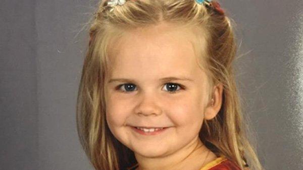 Girl's school photo becomes super-viral sensation