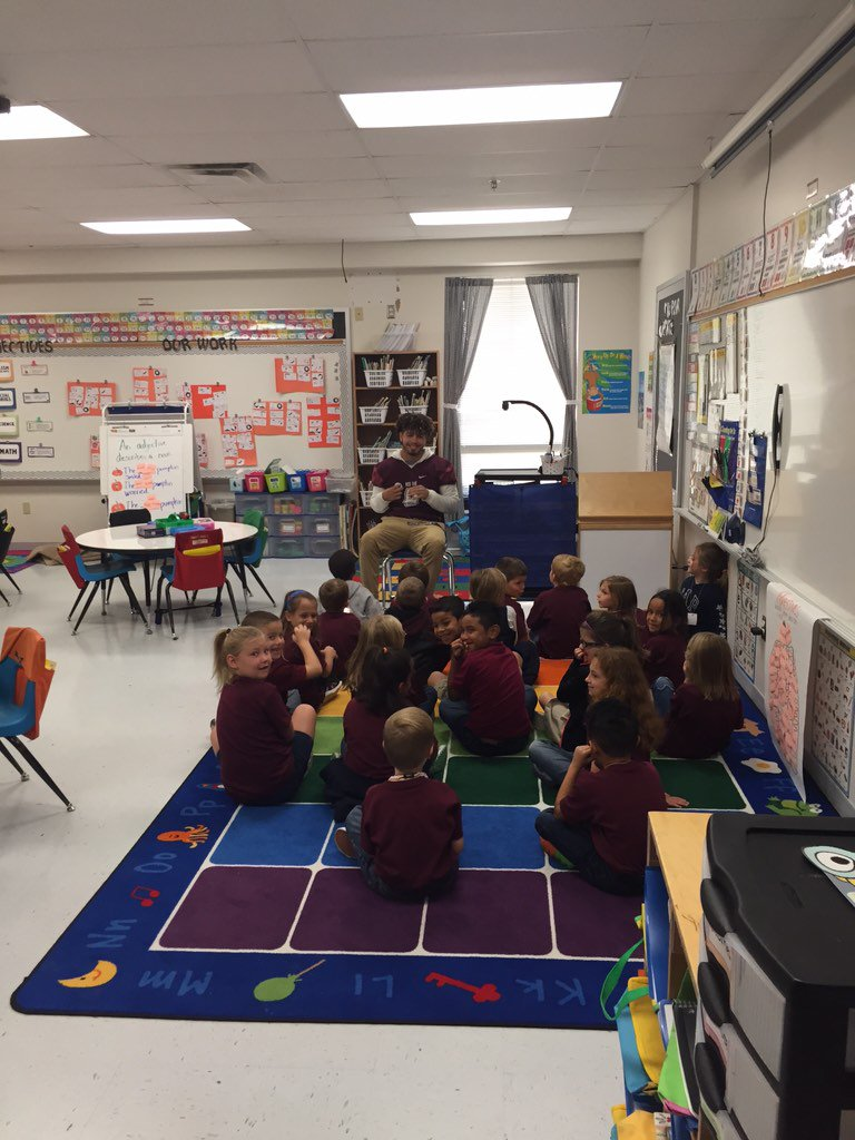 Red Oak Football On Twitter Red Oak Football Players Reading To