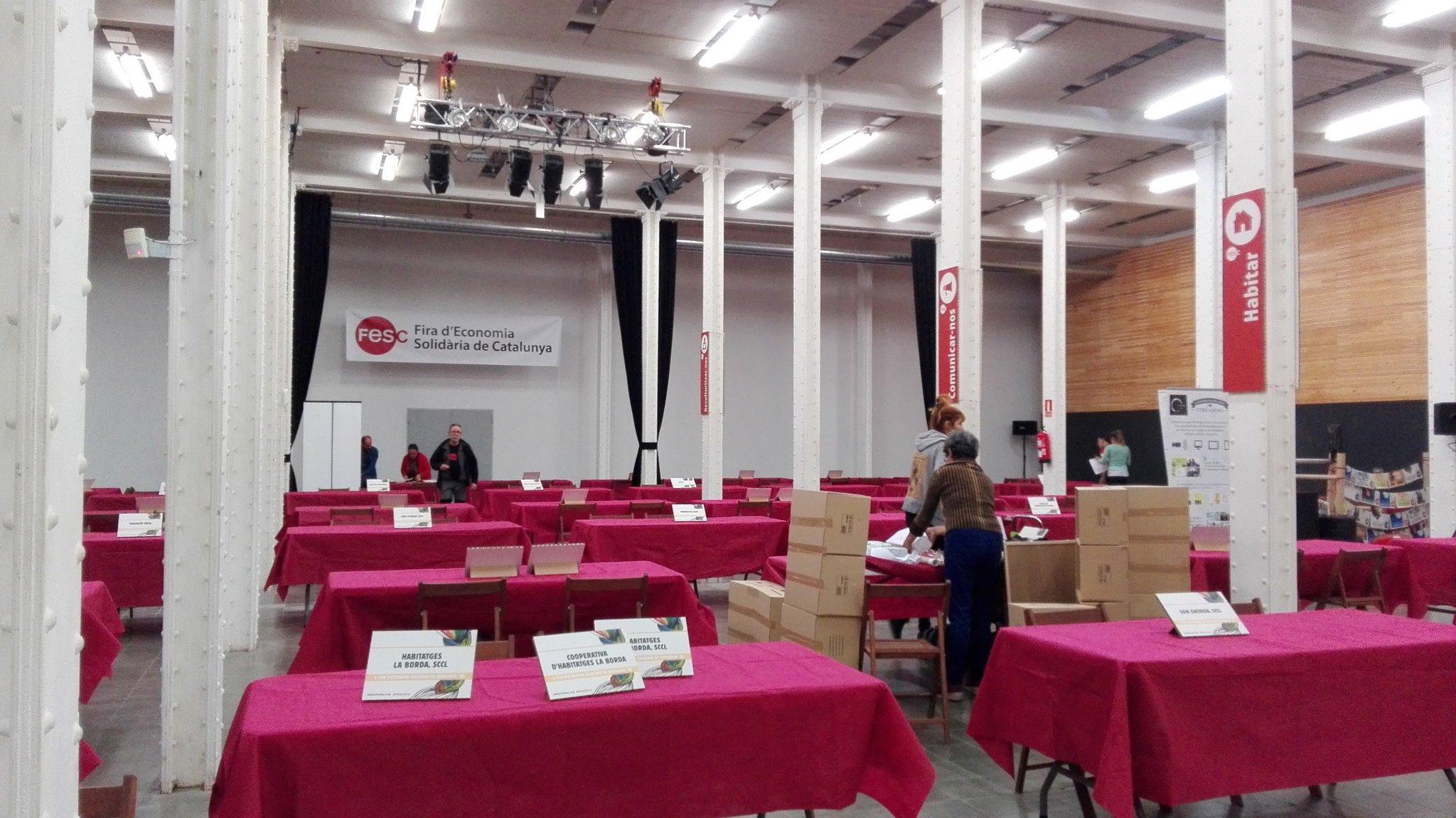 Tot a punt a la sala #ElissaGarcia de la #FESC2016 per a rebre les expositores. Som-hi que ja la tenim aquí! https://t.co/DOGSHnQgkZ