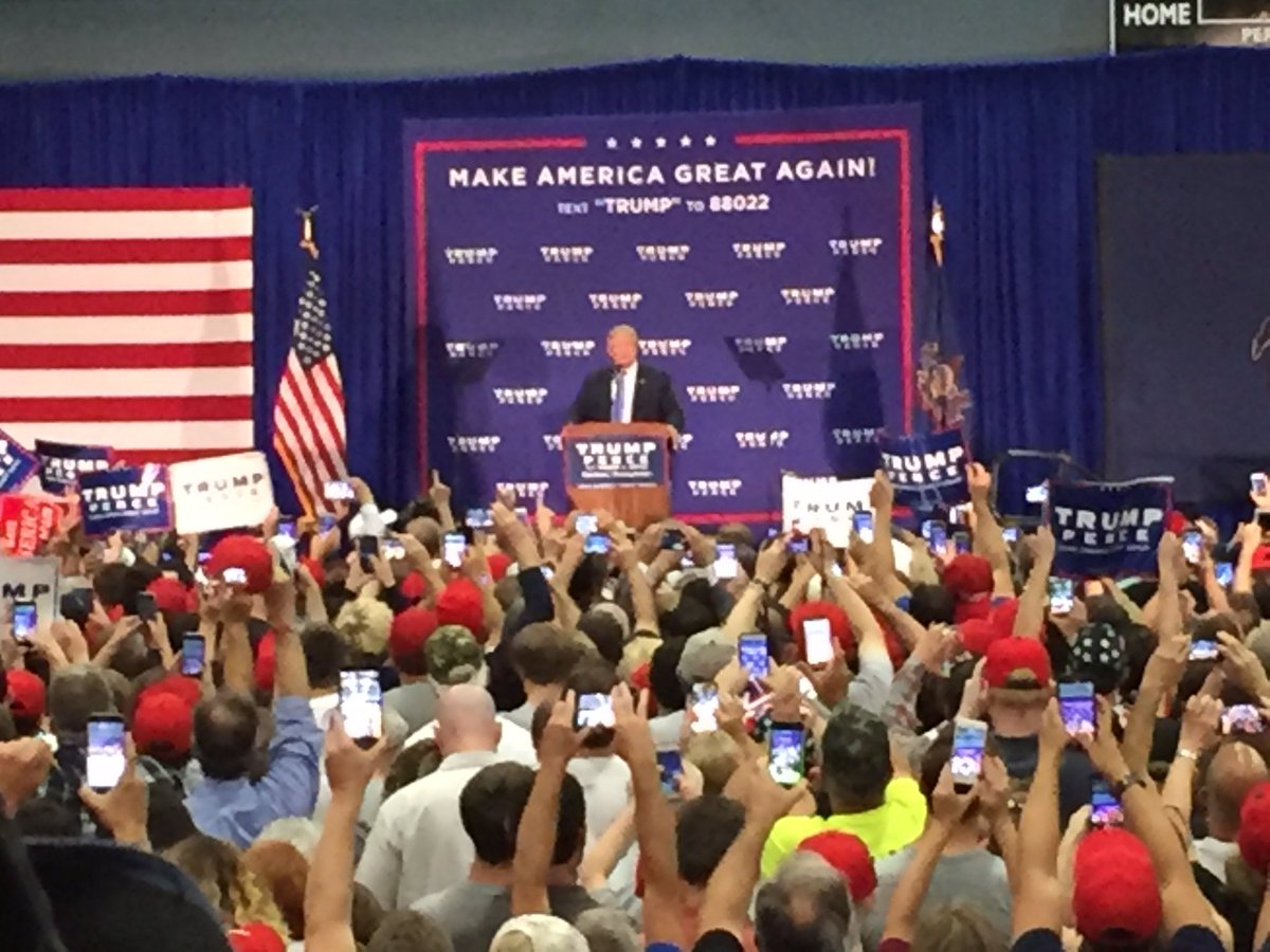 PIC: Donald Trump just took stage 30 minutes early in Newtown. Owner of venue told me about 4,000 here. @CBSPhilly