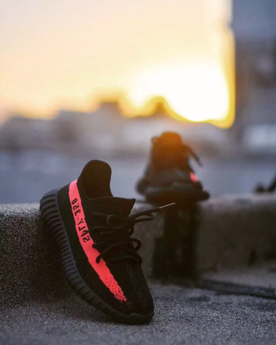 ADIDAS YEEZY BOOST 350 V2 Infrared