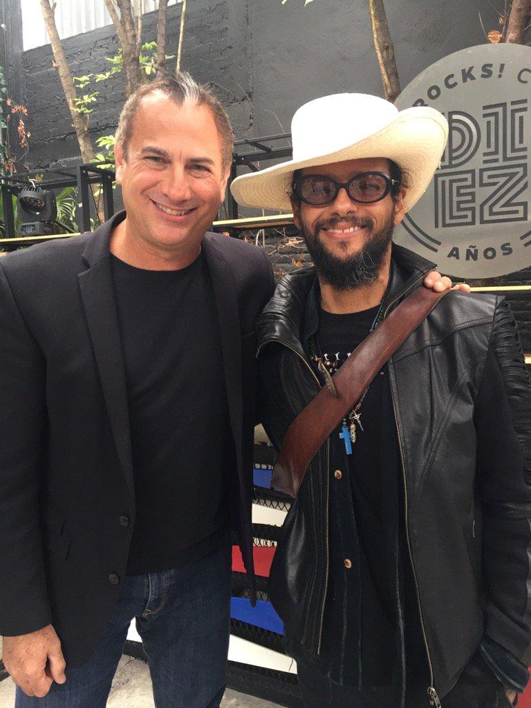 Un privilegio entrevistar a un músico fuera de serie Robi Draco Rosa @Rob_Draco próximamente en @tucasatvoficial https://t.co/QP0dlaxQCY