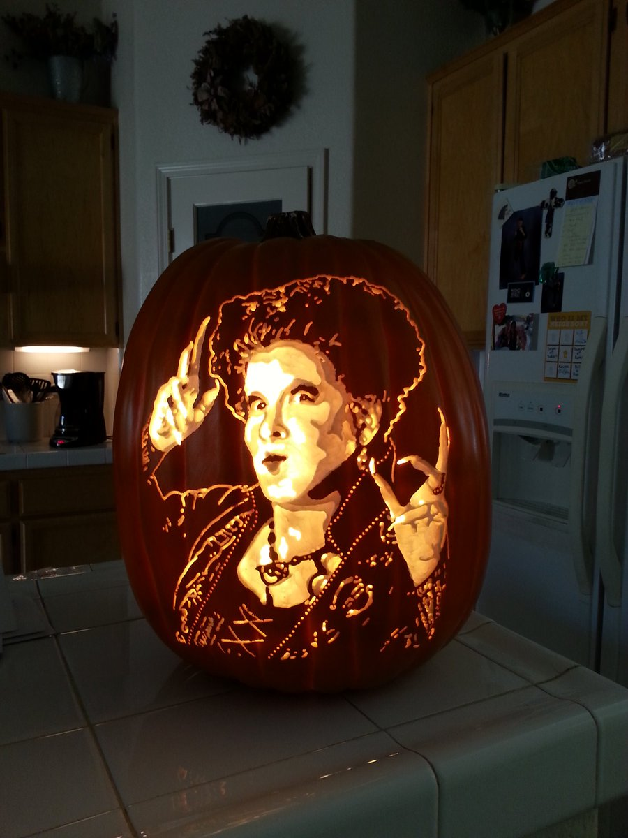 My first ever, #HocusPocus carve!!!! @BetteMidler https://t.co/Ed8k3PI2KR
