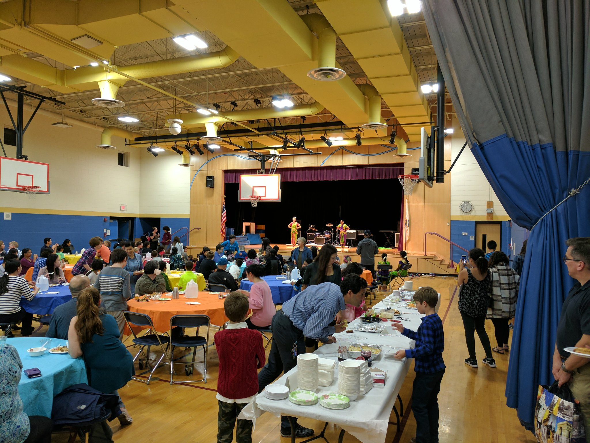 Tonight's International Potluck Supper @FiskeSchool ! Nice to see so many families out! #fiskeschool #diversity https://t.co/YGaPC8V56V