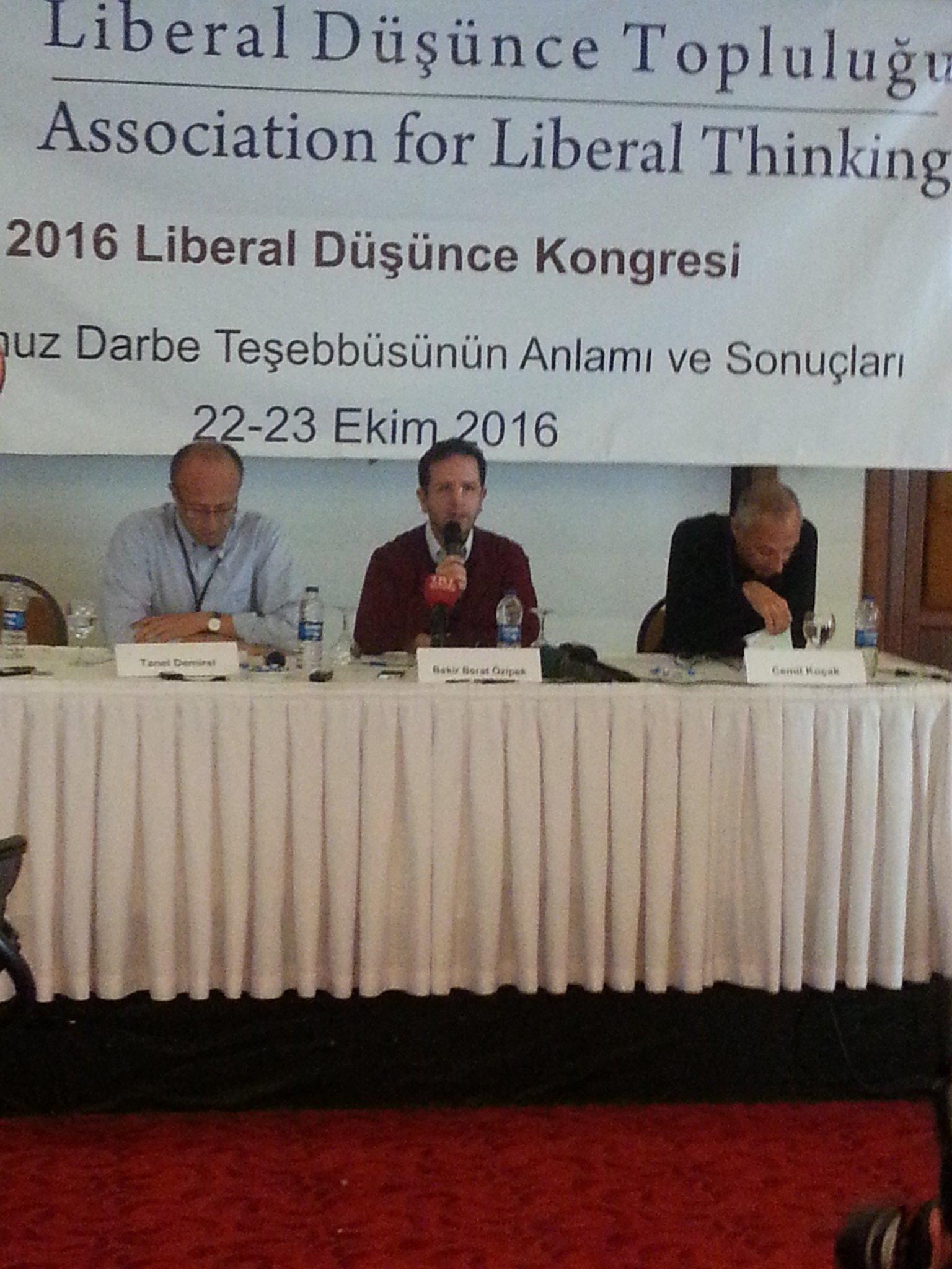 Ankara'da #LDK2016 Kongrenin ilk oturumu Cemil Koçak, Tanel Demirel ve @beratozipek ile başladı. https://t.co/LZJLIgZoEo