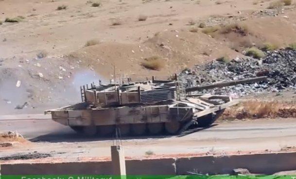 الوحش الفولاذي لدى قوات الجيش السوري .......الدبابه T-72  - صفحة 3 CvW6Y99WAAEhn9-