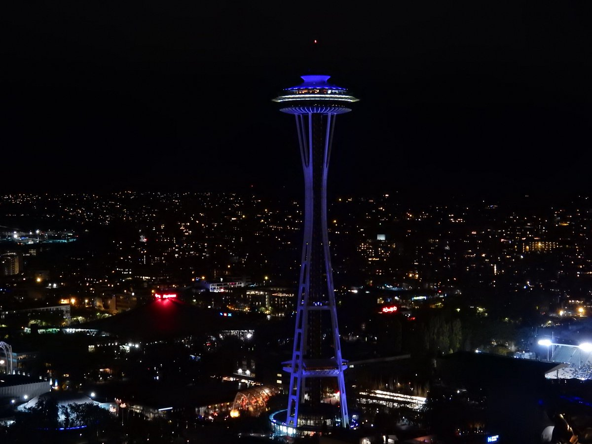 Space Needle looks great in purple! @UW #TogetherUW @UWContinuingEd https://t.co/Ozy3VTx3lC