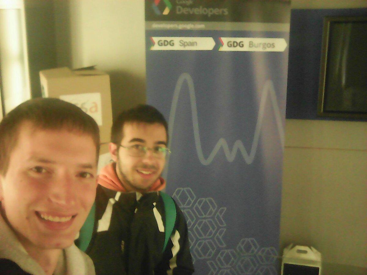 Kevin(Detrás) y José Luis(Delante) a primera hora de la mañana llegando al DevFest