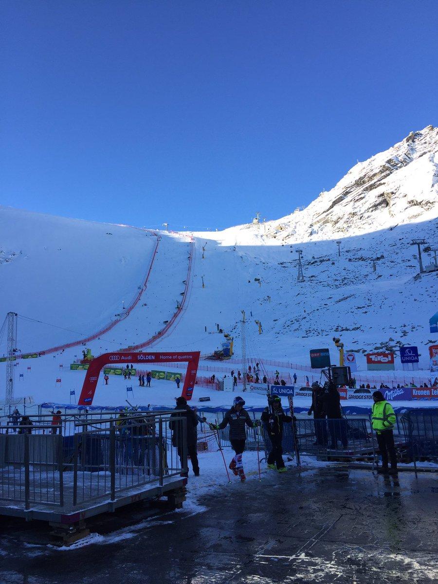 Le topic du ski et des sports d'hiver saison 2016-2017 - Page 3 CvWq4QWXYAAeu-F