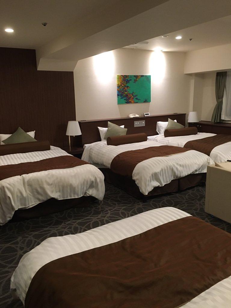 友達とふたり旅でセミダブルの部屋を予約してたけどアップグレードしてくれて乱行専用みたいな部屋に泊まれて良かった https://t.co/MfEW5iSnzx