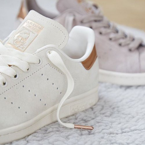 official photos f5bcd 68e77 Stan Smith Chalk White : Rose gold detailing Shop exclusive ...