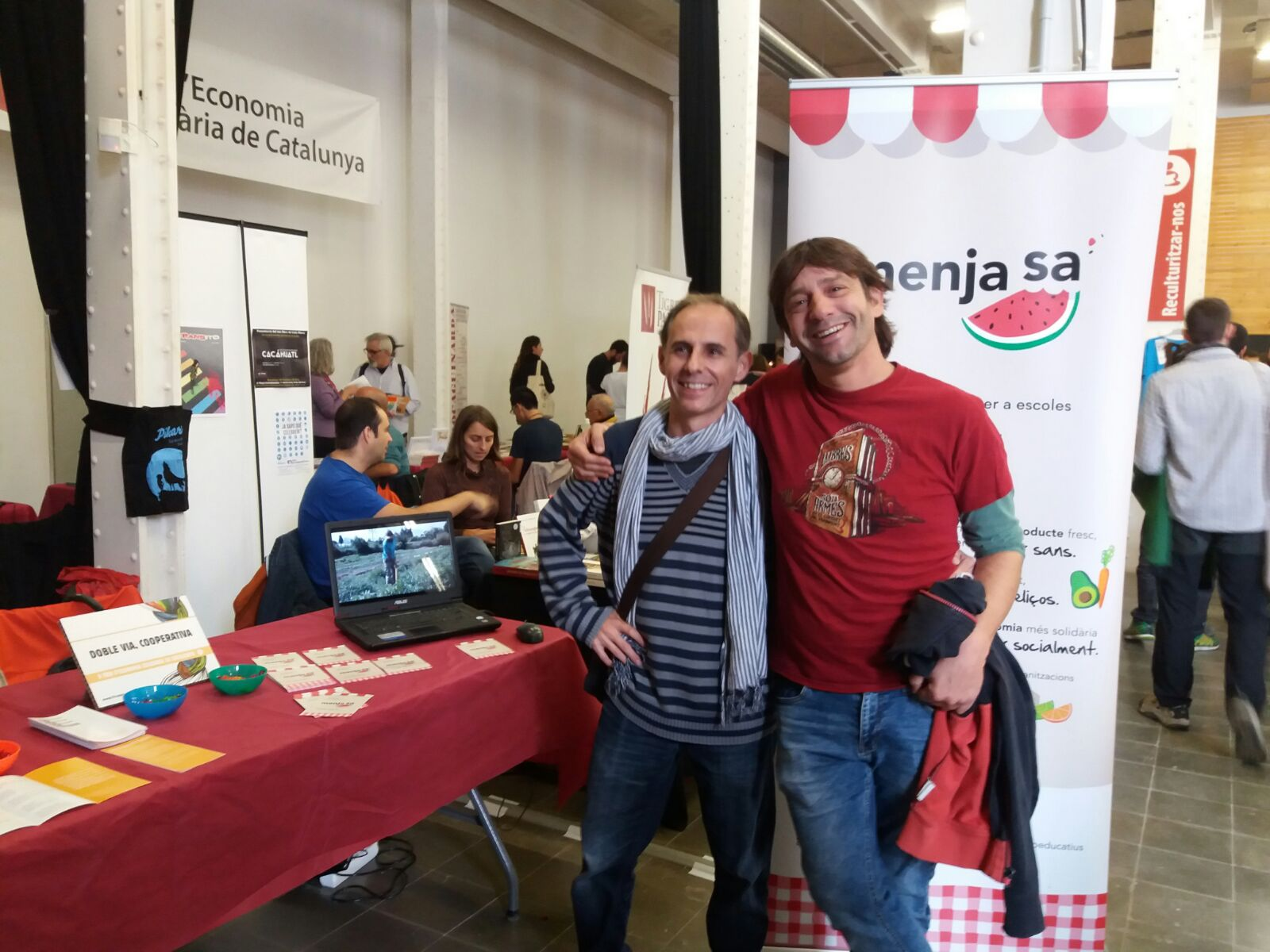 Ei!!! El Jordi @jordis_73 i l'Oscar @Corona_boreal us esperen a l'estand de #DobleVia a la #FESC2016 @XES_cat #5anysFESC https://t.co/LWXLxVuP4T