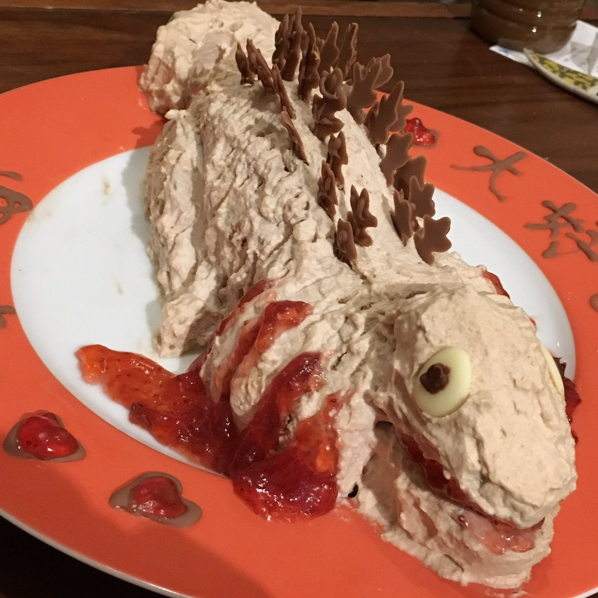 嫁からの誕生日ケーキがやばい pic.twitter.com/GFUbkBLimy