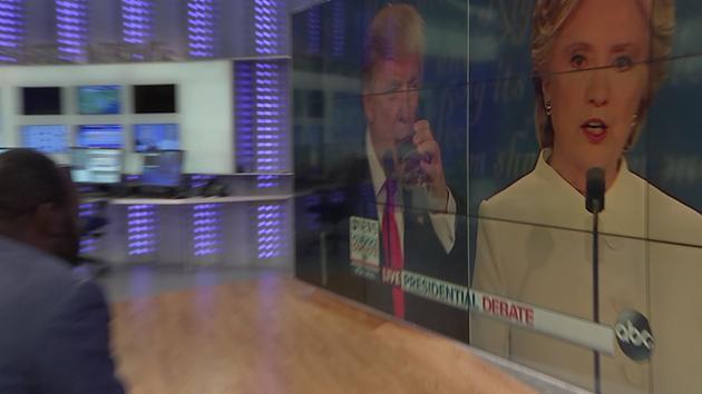 Body language expert analyzes @realDonaldTrump and Secretary @HillaryClinton abc13