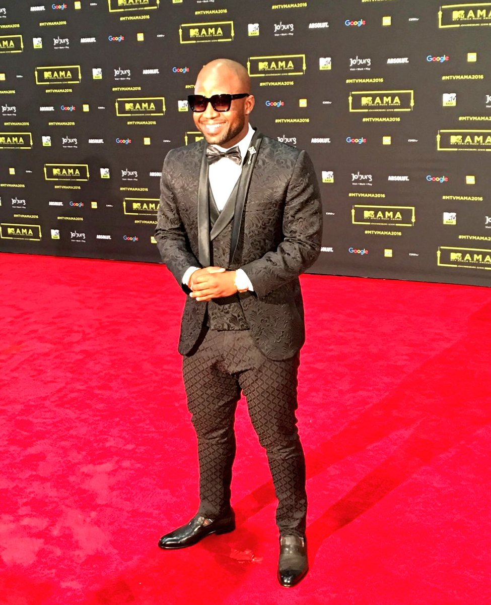 Wow! @CassperNyovest looks amazing on the #MTVMAMA2016 #redcarpet https://t.co/wV9CQzACGN