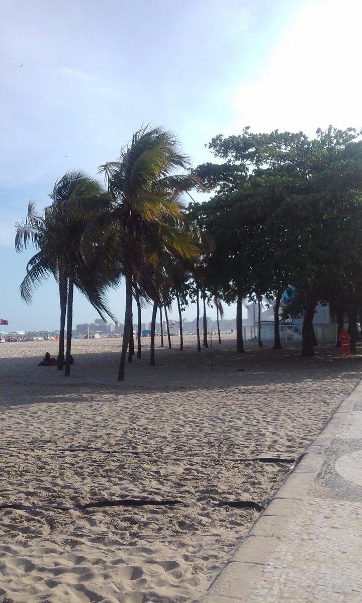 #PraiadeCopacabana #CopacabanaBeach #PrincesinhadoMar #ZonaSuldoRJ #RiodeJaneiro #sunnyday Confiram no #Blog. Link: https://riodejaneirocitytour.blogspot.com.br/pic.twitter.com/bEkiOuZ3P5