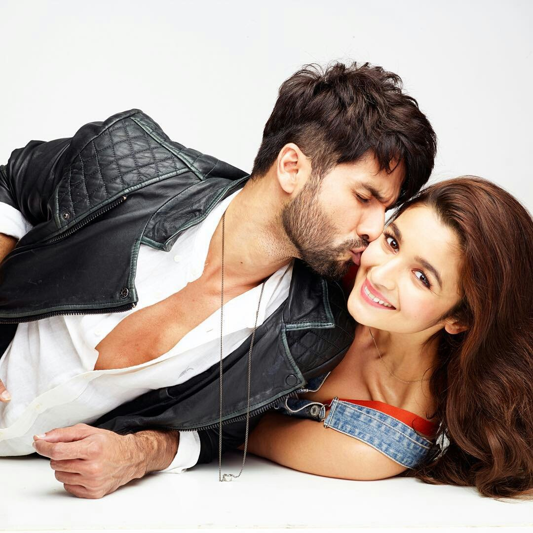www.realypic.com  imagesize:956x1440h @shahidkapoor @aliaa08 we love u so mutchh you are a so cute couple realypic .twitter.com/2ocXl8jMmG