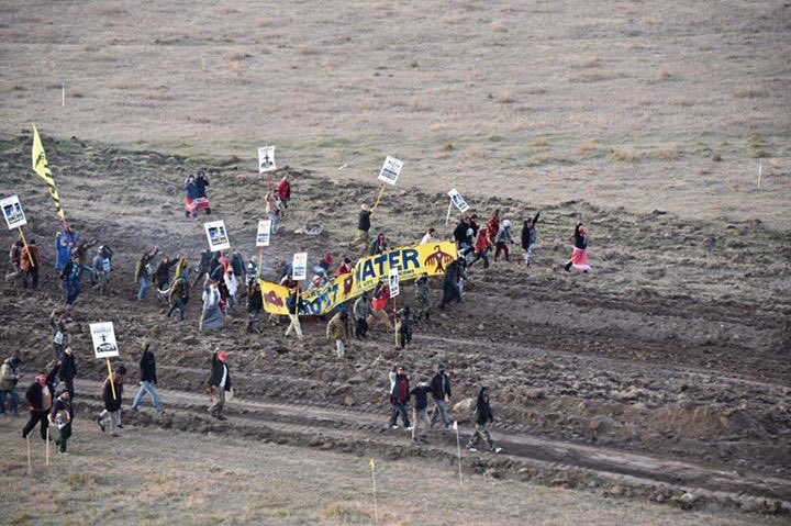 Breaking news: Reports of police using chemical agents & arresting 80+ water protectors near DAPL site in North Dak… https://t.co/27s25icXDY