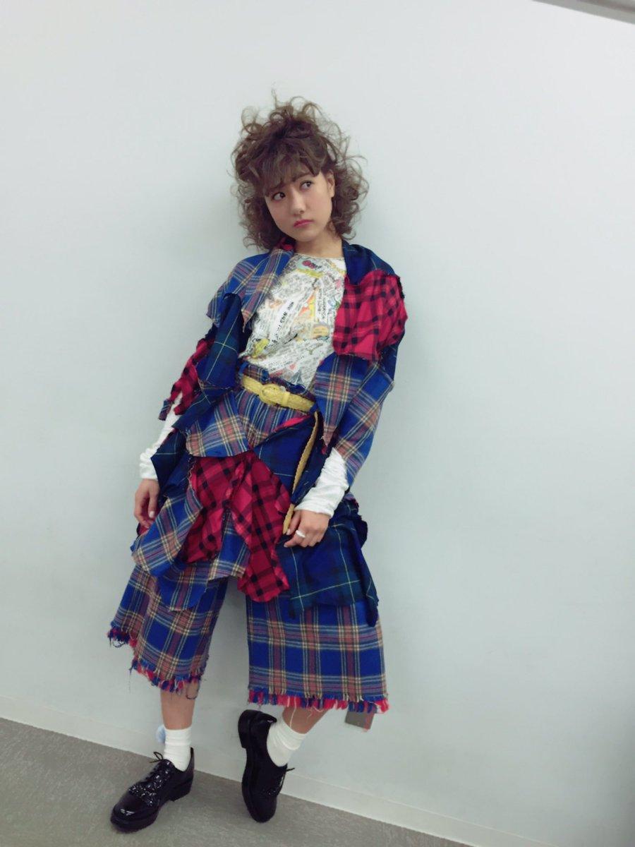 今日は #明大祭 #アイドル研究会  #宮澤佐江 ちゃん出るよ^ ^  赤メイクにもしゃもしゃにした💕