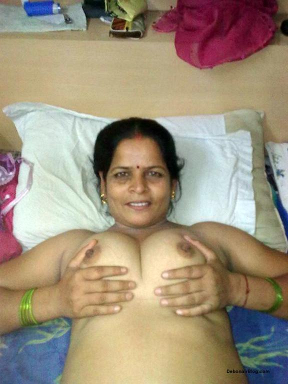 Desi Aunties Pictures