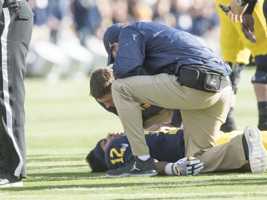 UM's Chris Evans appears to be fine after hit to head @chengelis