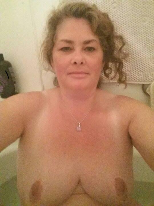Nude Selfie 9073