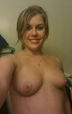 Nude Selfie 9096
