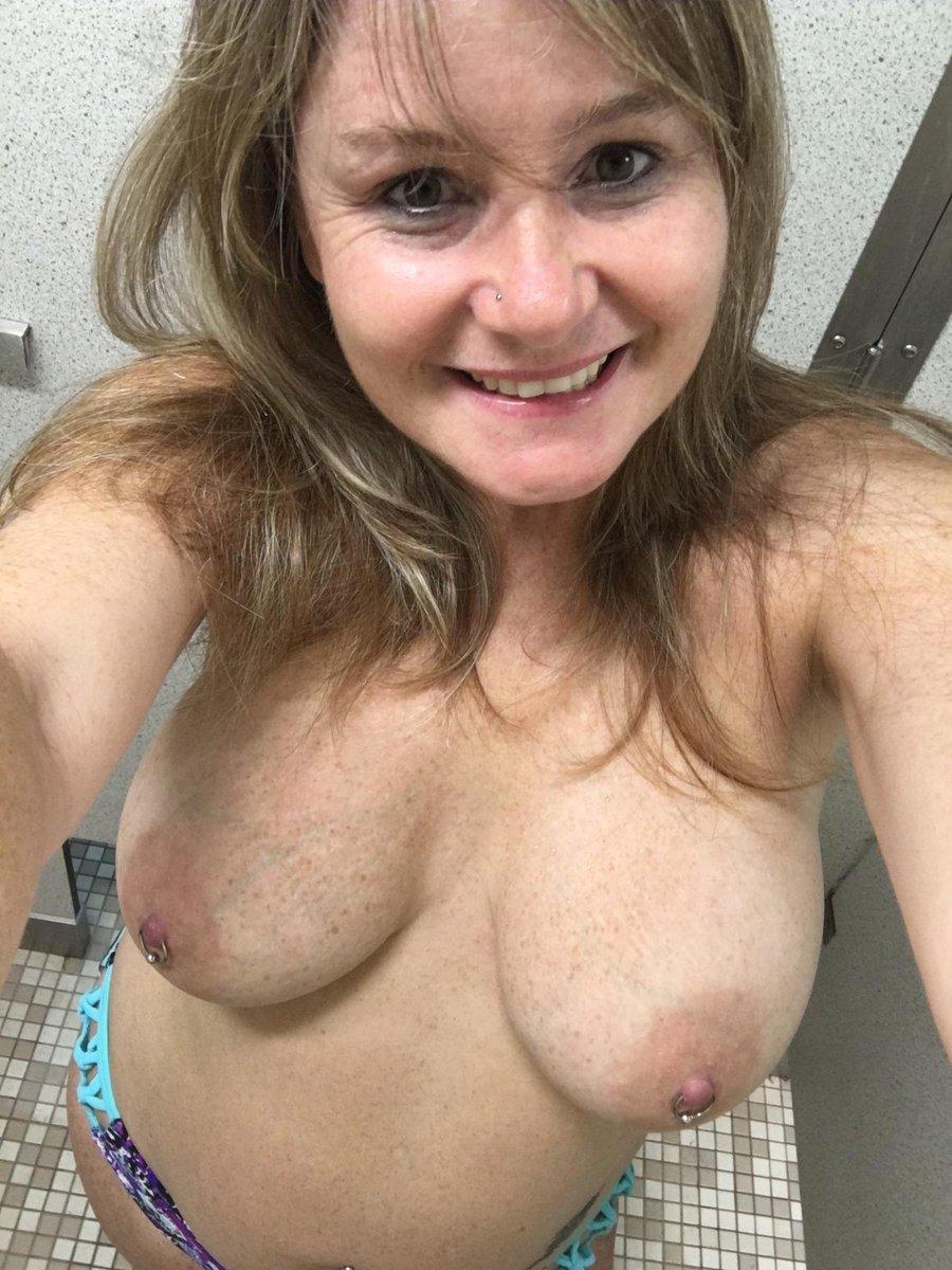 Nude Selfie 9104