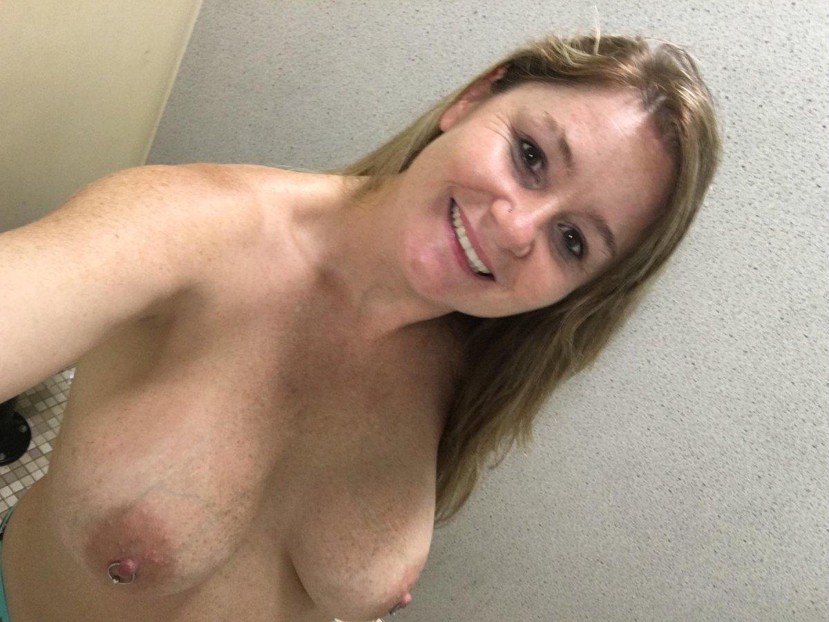 Nude Selfie 9105