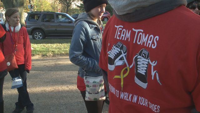 Thousands walk around National Mall to stop suicide