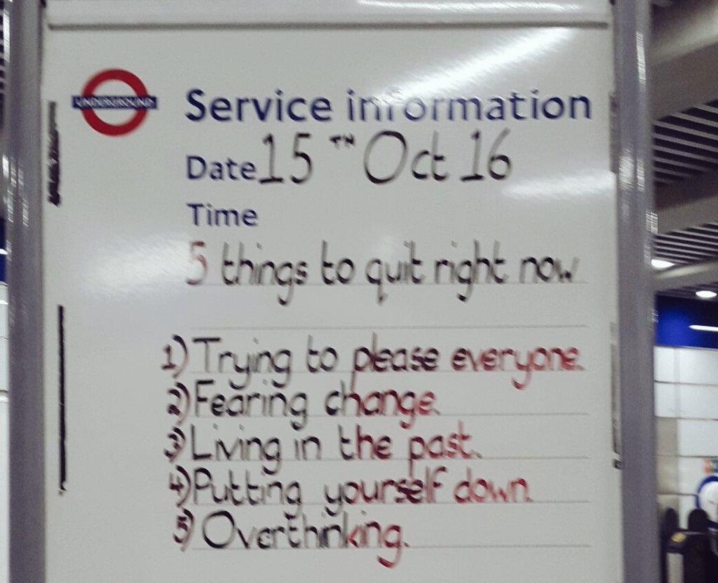 ロンドン交通局の地下鉄サービスインフォメーション掲示板が好きだ。「今すぐ止めるべき5つの事1.全ての人を喜ばそうと頑張る2.変化を恐れる3.過去に縛られ、拘り、抜け出さない4.自分を卑下、自己評価を下げる5.考えすぎ思考」自分が平和でいること、はじめの一歩。 pic.twitter.com/mWSW3nvFSo