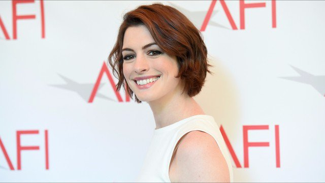 Anne Hathaway admits she was faking it during her 2013 Oscar speech