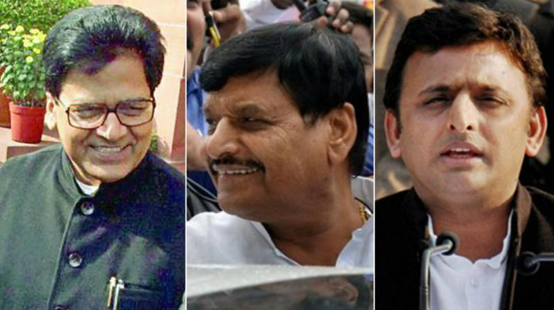 Top leaders clash as Samajwadi Party feud plays out on stage