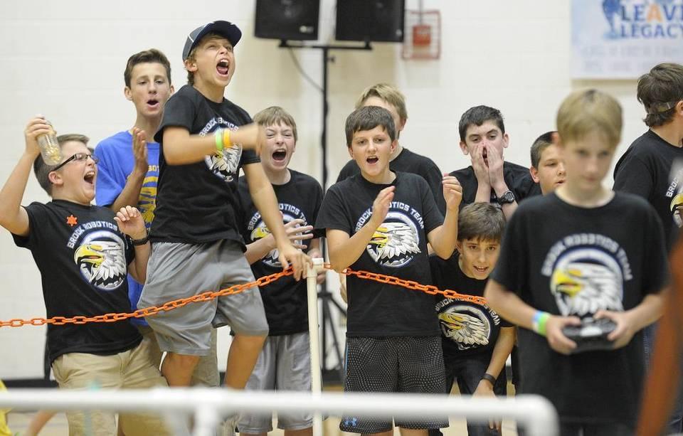 High school robotics teams compete at Arlington Lamar