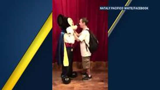 Blind man has touching moment meeting Mickey Mouse at Walt Disney World