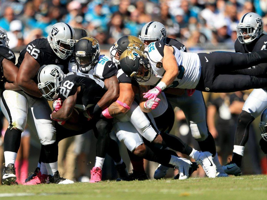 Raiders open road trip with 33-16 win over Jacksonville Jaguars