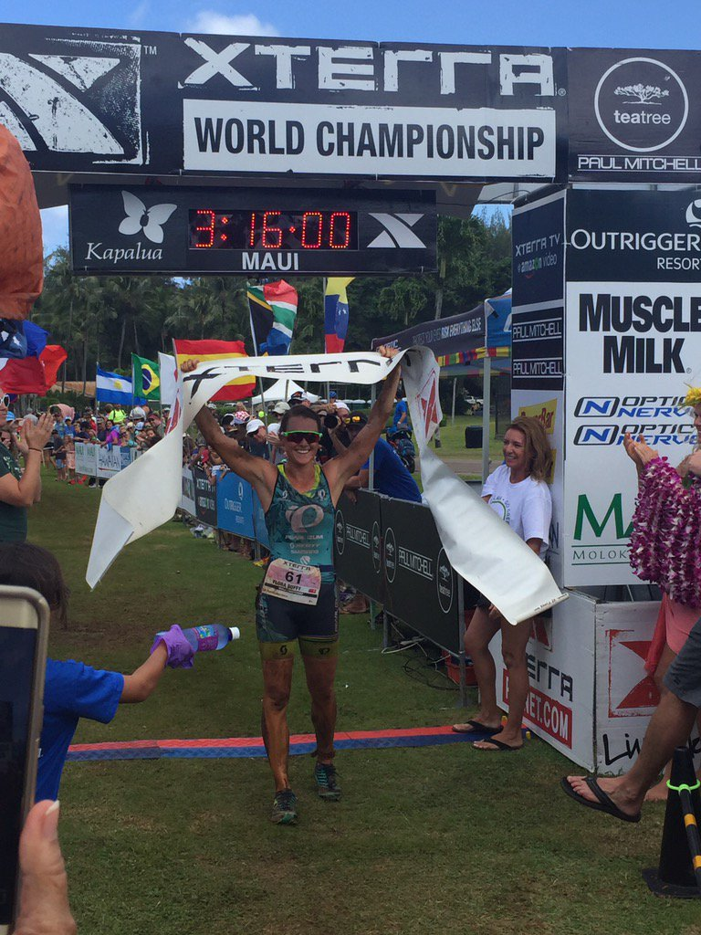Your 2016 Women's XTERRA World Champion is @floraduffy! https://t.co/nnLX6lyNnb