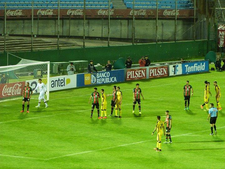 Peñarol 0-1 Rampla, suspendido, baleado en la Amsterdam.