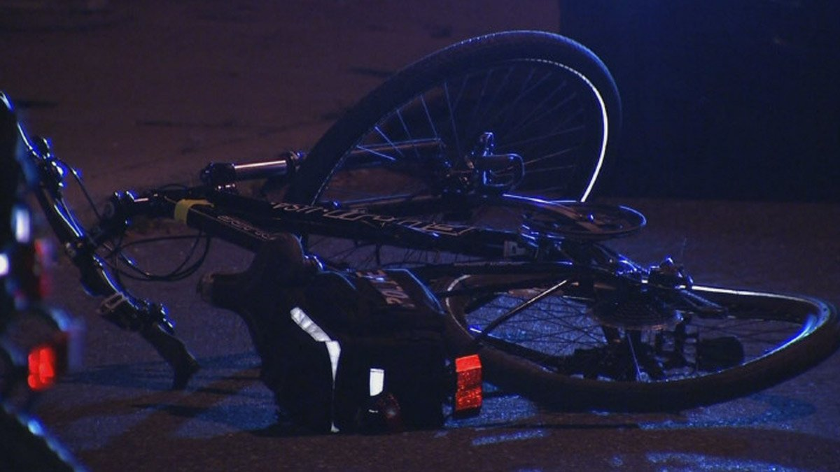 Driver in stolen car tries to run over bike officer, police say