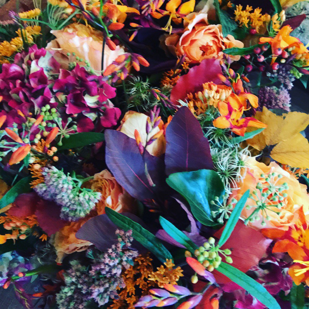#autumnalflowers for the #birthday lunch in out #tithebarn @LoseleyPark @Loseleyevents