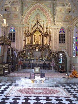 En Thaïlande, un étonnant temple bouddhiste construit sur le modèle d'une église néo-gothique - avec photographies https://t.co/Y9CfkL4KTy