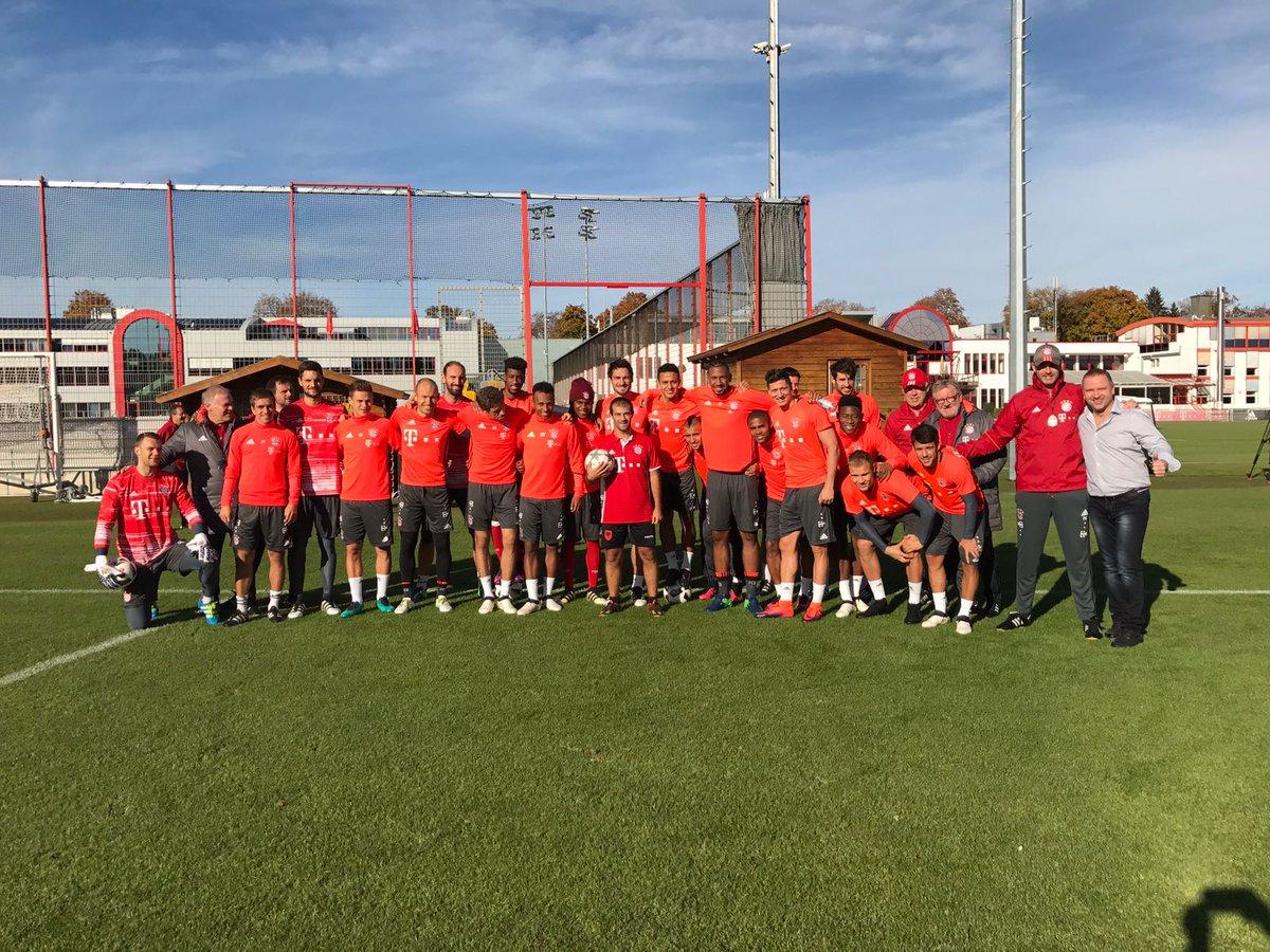 Un freestyler albanais captive les joueurs du Bayern à l'entraînement