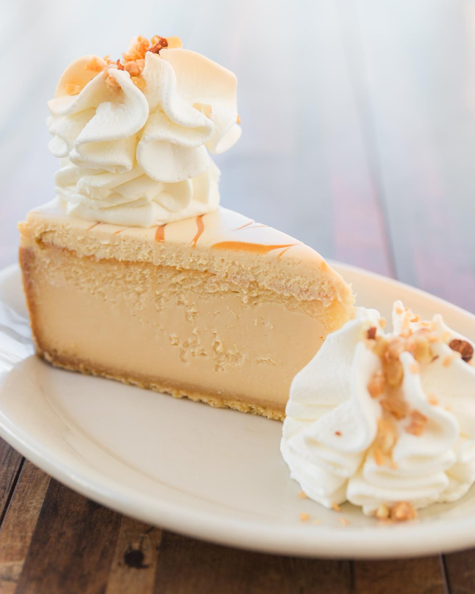 Come on now. No one needs to fight at #Cheesecake. We know you all love to go there. #HappyBirthdayDrake https://t.co/fEMa2xst2D