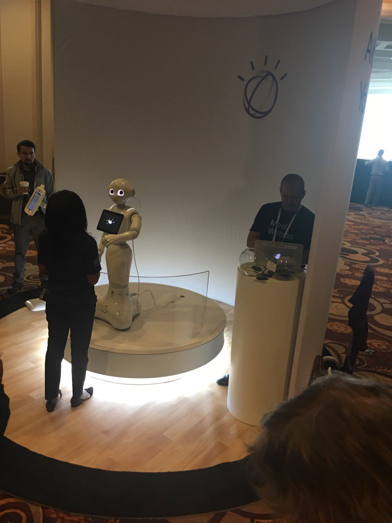 Forget coffee, chatting with Pepper is the best way to wake up! #ibmwow #WatsonIoT https://t.co/cBpaZBZoOX