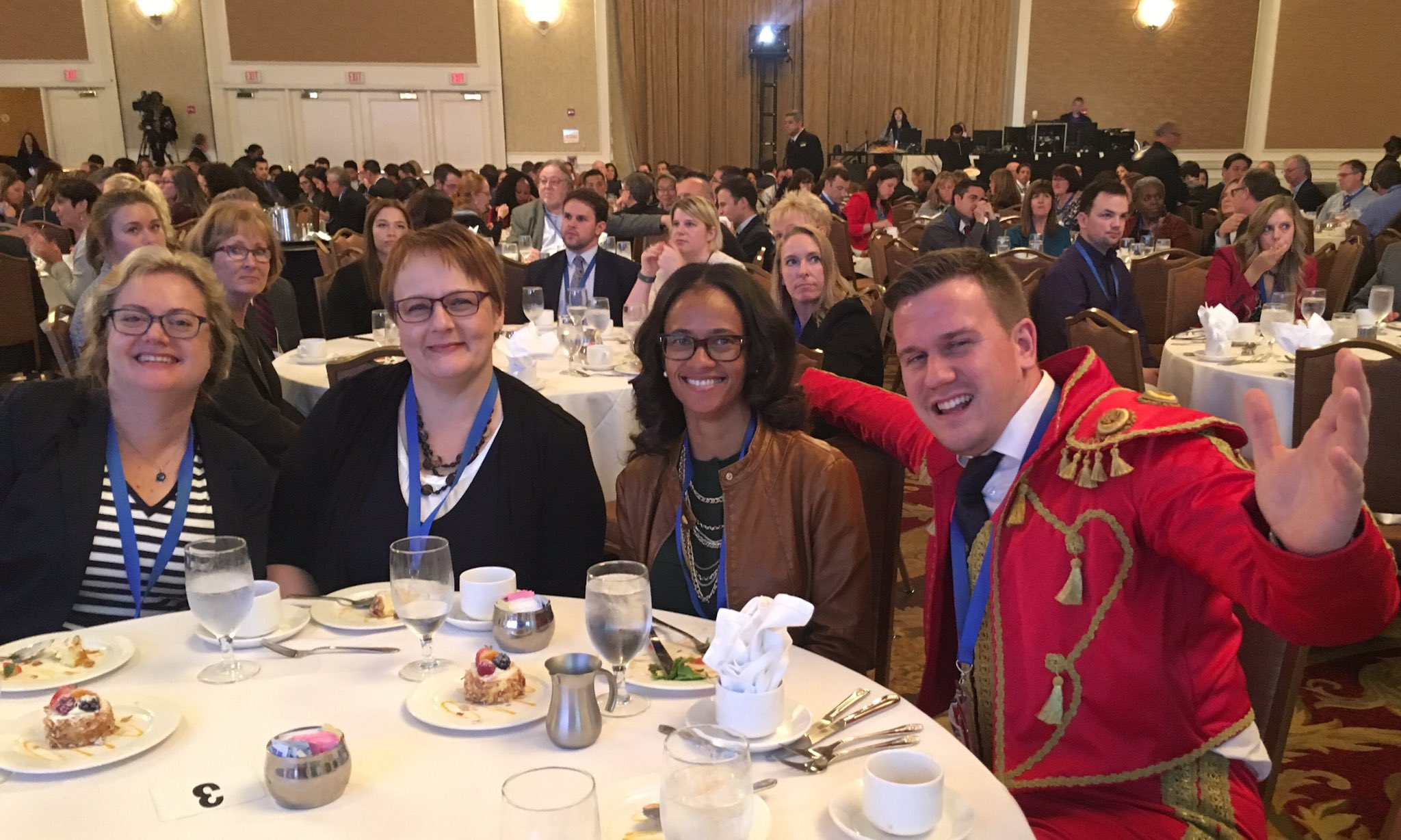 Lunch with the Finns and the Spanish Bullfighter...int'l education at its best! #IIESummit2016 #GenerationStudyAbroad https://t.co/57UNLW8OEN