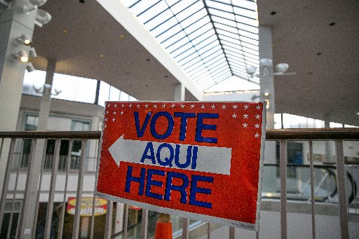 Strong turnout kicks off early voting in Travis County