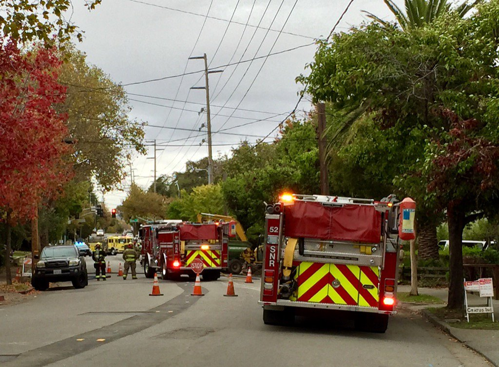 FF's have evacuated immediate area of gas leak on Lincoln Ave. and are awaiting PG&E.