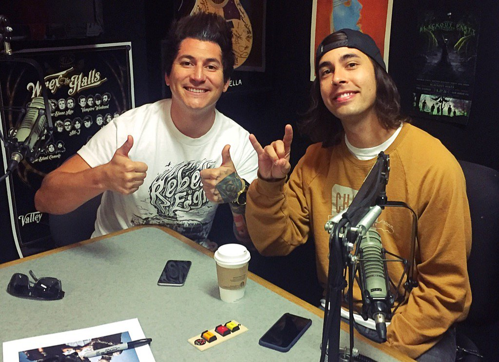 Guess who just got to #91X studios @piercethevic & @ptvjaime from #PierceTheVeil are taking over #ThumbDrivenRadio! https://t.co/1WgTakfVYp