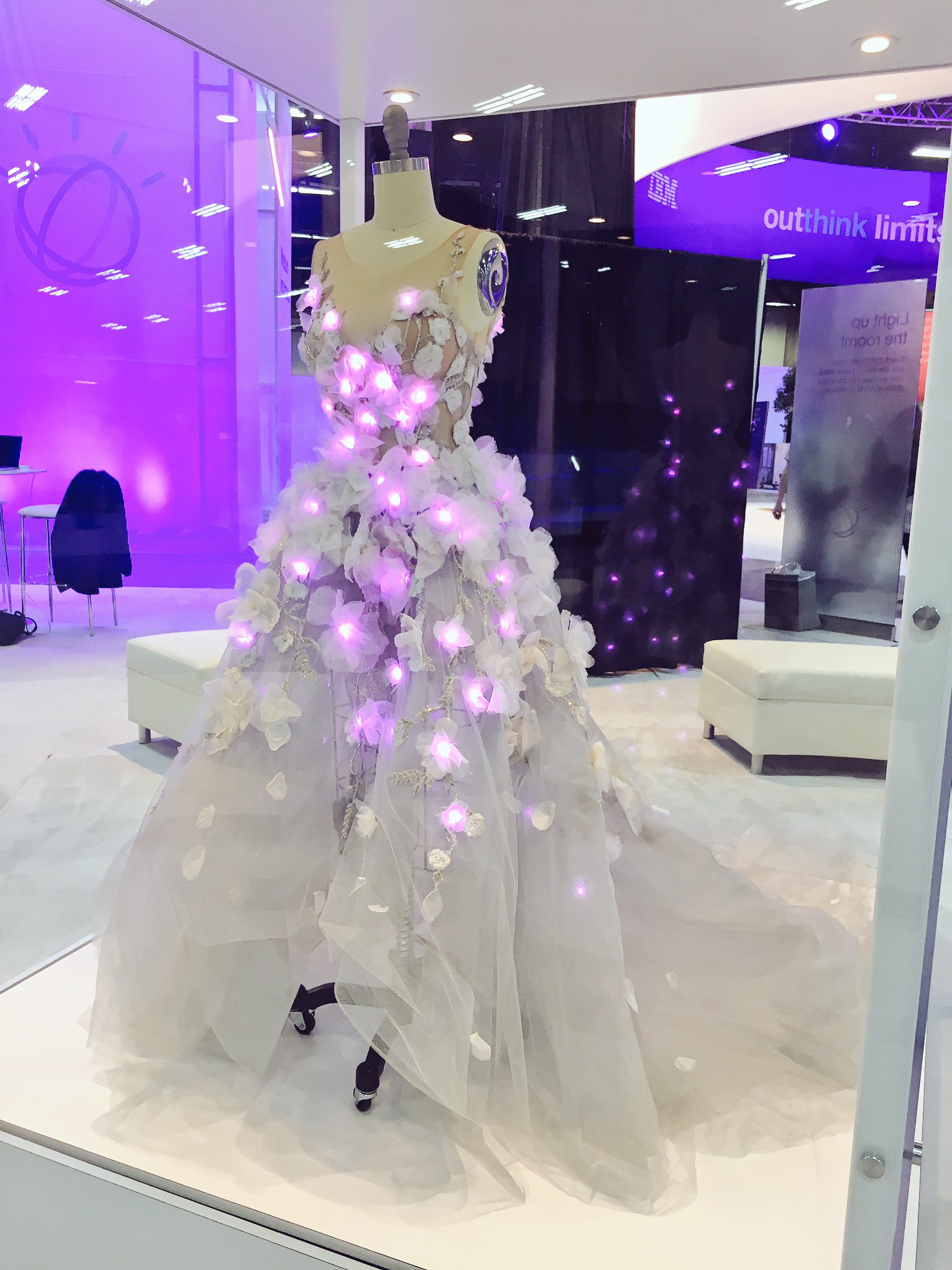 Cognitive comes to life in the Cognitive Concourse. 💜 the @MarchesaFashion dress! https://t.co/CiGgPXsa3h #WatsonMarketing #ibmwow https://t.co/ImBl4rktIc