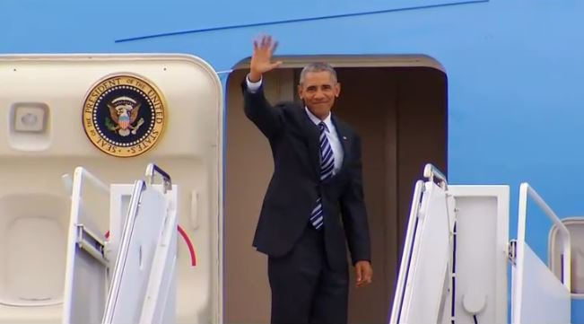 @POTUS waves goodbye to San Diego as he boards Air Force One at MCAS Miramar.